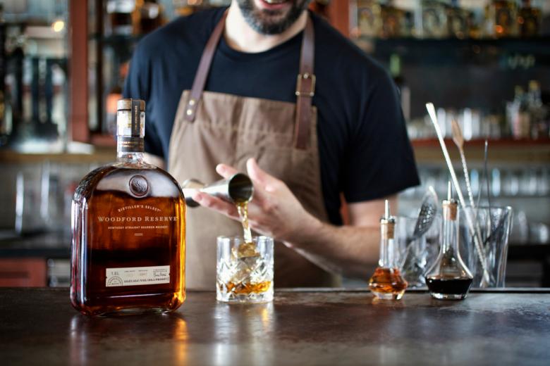 wr-bourbon-rocks-bartender-5m1a4142mbedit